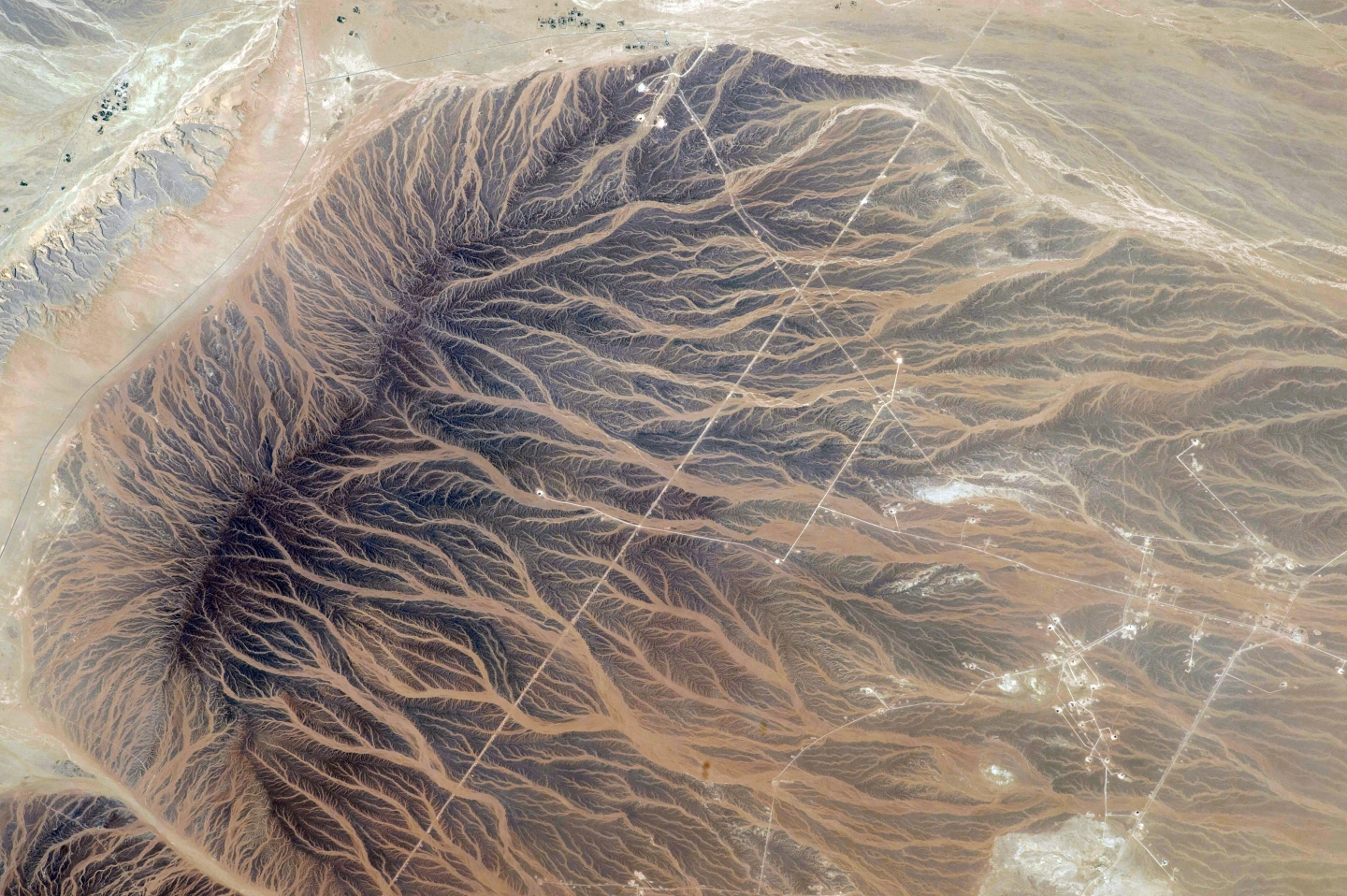 Tan'am, Oman NASA image